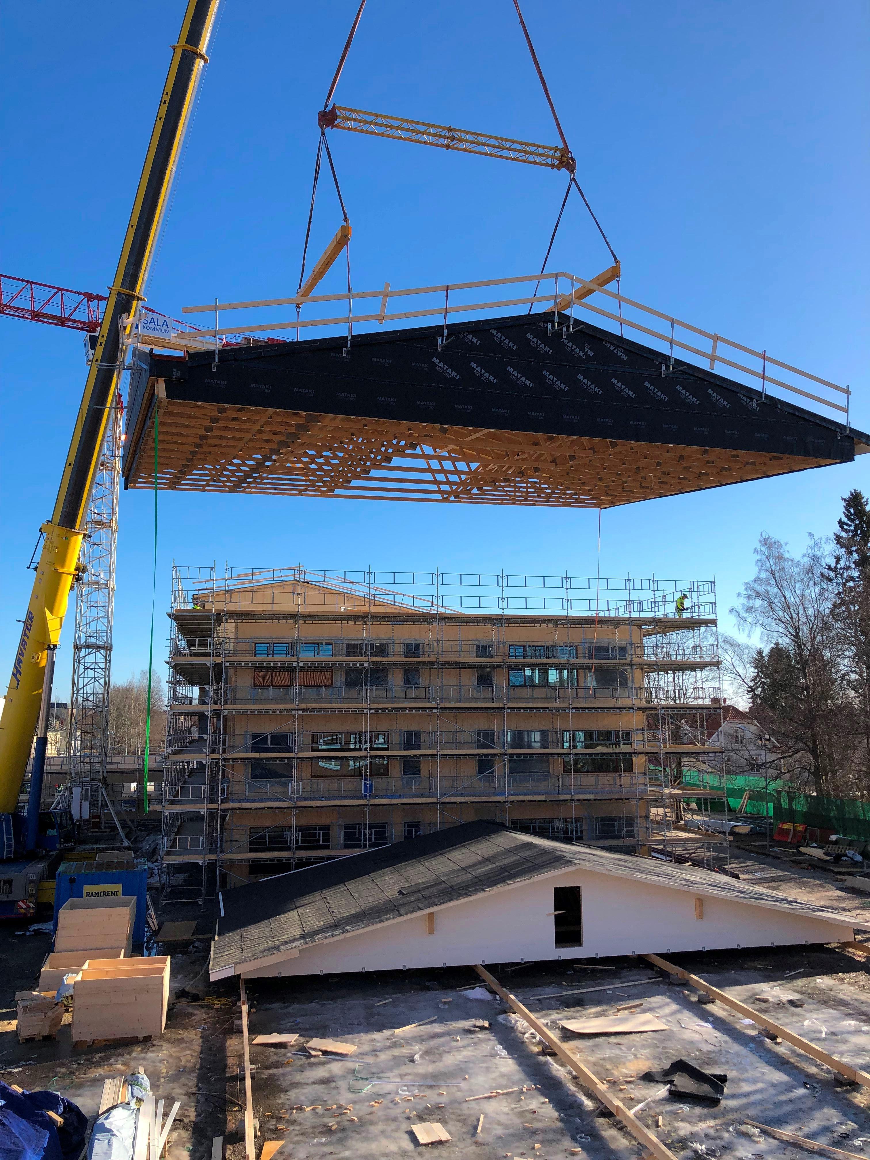   Taket på Hus B kommer på plats den 26 februari 2019  